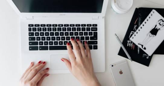 Sülearvuti lülitub sisse, kuid eraan jääb mustaks